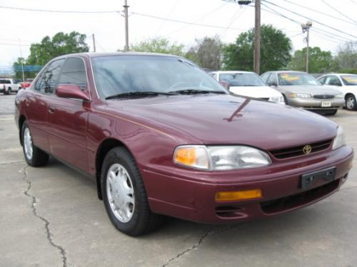 Photo Image Gallery & Touchup Paint: Toyota Camry in Ruby Pearl   (3L3)  YEARS: 1996-1996