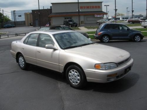 Photo Image Gallery & Touchup Paint: Toyota Camry in Cashmere Beige Metallic  (4M9)  YEARS: 1994-1996