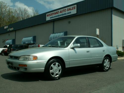 Photo Image Gallery & Touchup Paint: Toyota Camry in Silverleaf Metallic   (6L3)  YEARS: 1994-1996