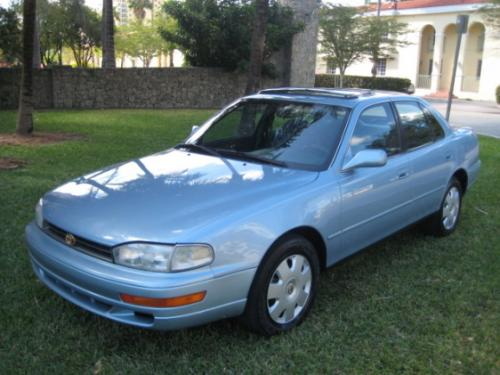 Photo Image Gallery & Touchup Paint: Toyota Camry in Blue Haze Pearl  (8J6)  YEARS: 1993-1993
