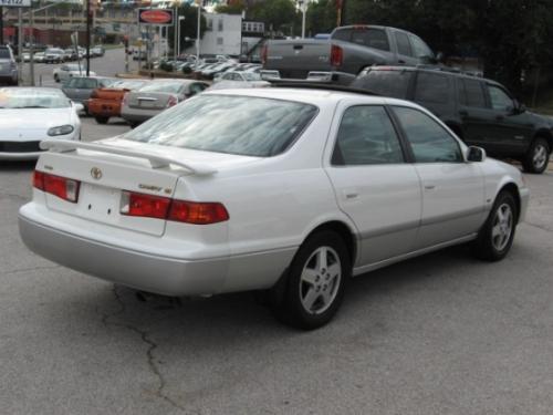 Photo Image Gallery & Touchup Paint: Toyota Camry in Diamondwhite Lunarmist   (2GF)  YEARS: 2001-2001