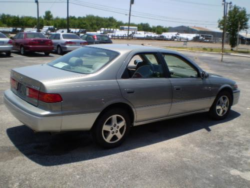 Photo Image Gallery & Touchup Paint: Toyota Camry in Mineralgreen Lunarmist   (2HH)  YEARS: 2001-2001