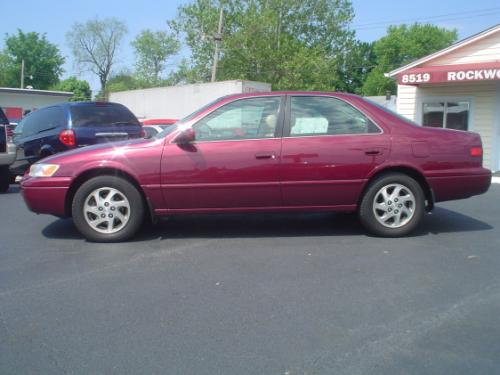 Photo Image Gallery & Touchup Paint: Toyota Camry in Ruby Pearl   (3L3)  YEARS: 1997-1998