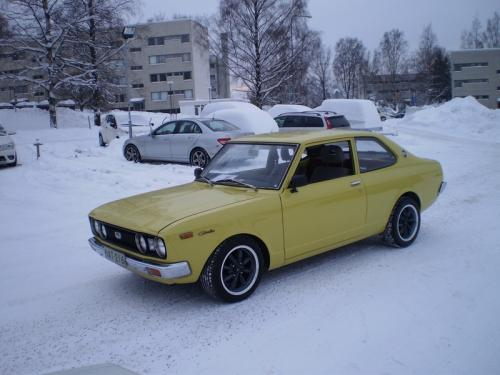 Photo Image Gallery: Toyota Carina in Yellow    (XX7)  YEARS: -