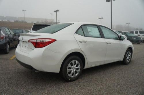 Photo Image Gallery & Touchup Paint: Toyota Corolla in Blizzard Pearl   (070)  YEARS: 2014-2017