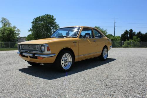 Photo Image Gallery & Touchup Paint: Toyota Corolla in Sun Tan Yellow  (T1750)  YEARS: 1971-1971