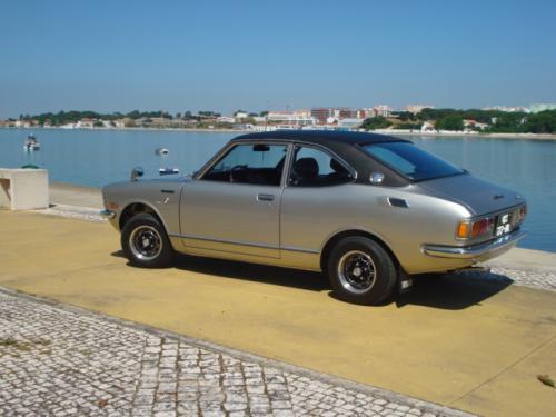 Photo Image Gallery: Toyota Corolla in Silver Metallic   (XX3)  YEARS: -