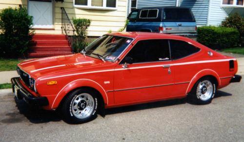 Photo Image Gallery & Touchup Paint: Toyota Corolla in Red    (335)  YEARS: 1975-1976