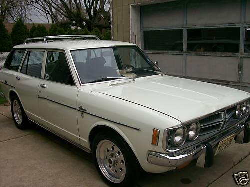 Photo Image Gallery & Touchup Paint: Toyota Corona in White    (007)  YEARS: 1970-1973