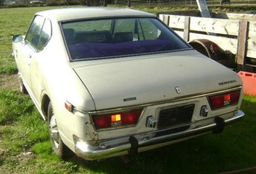 Photo Image Gallery & Touchup Paint: Toyota Corona in Greenish Yellow   (521)  YEARS: 1970-1971