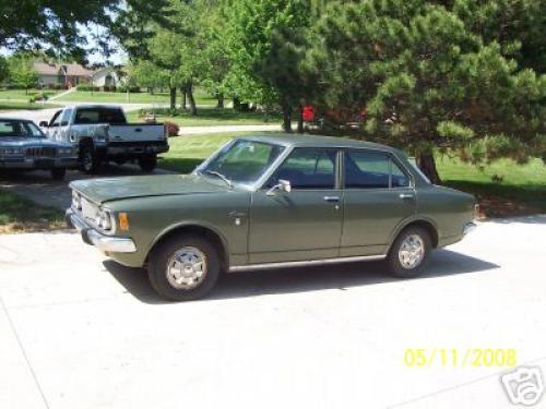 Photo Image Gallery: Toyota Corona in Green Metallic   (XX1)  YEARS: -