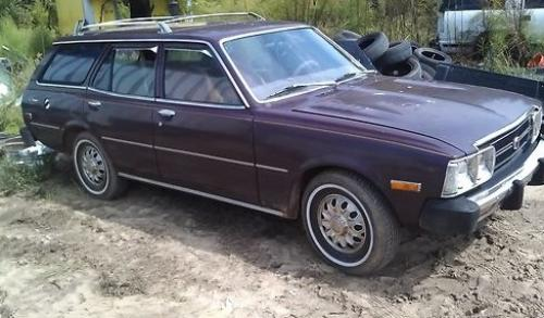 Photo Image Gallery & Touchup Paint: Toyota Corona in Maroon    (330)  YEARS: 1974-1977