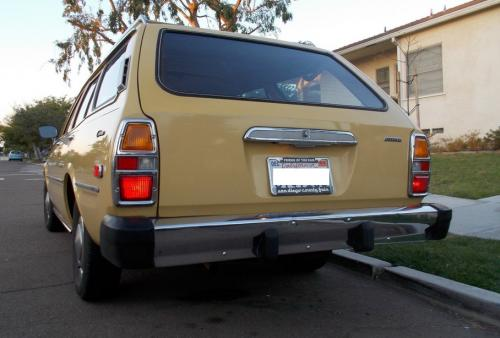 Photo Image Gallery & Touchup Paint: Toyota Corona in Yellow    (528)  YEARS: 1977-1977