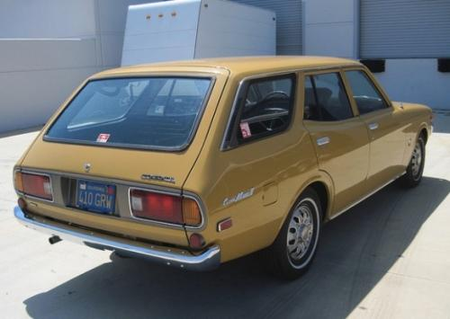 Photo Image Gallery & Touchup Paint: Toyota Coronamkii in Gold Metallic   (472)  YEARS: 1973-1976