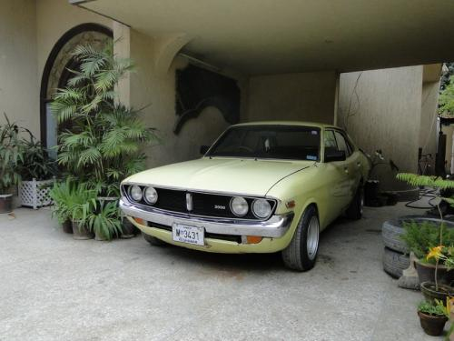 Photo Image Gallery & Touchup Paint: Toyota Coronamkii in Yellow    (539)  YEARS: 1975-1976