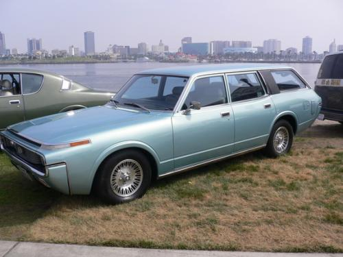 Photo Image Gallery: Toyota Crown in Light Blue Metallic  (XX4)  YEARS: -