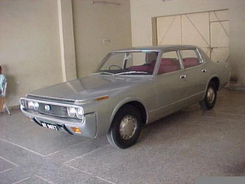 Photo Image Gallery: Toyota Crown in Silver Metallic   (XX5)  YEARS: -