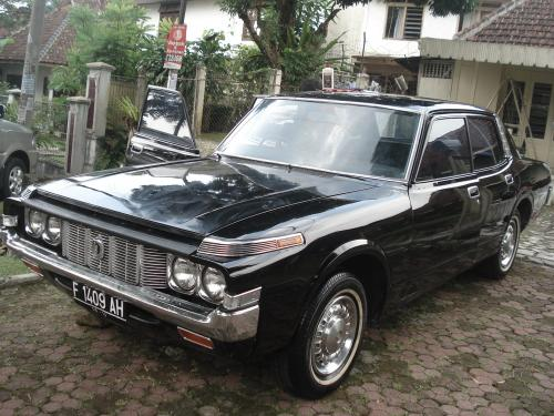 Photo Image Gallery: Toyota Crown in Black    (XX6)  YEARS: -