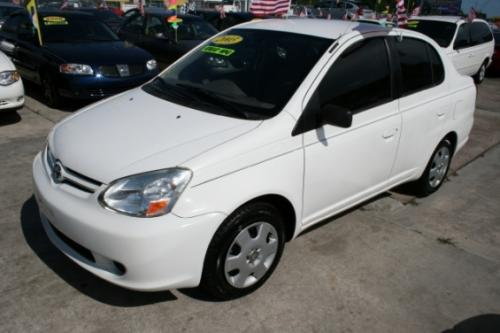 Photo Image Gallery & Touchup Paint: Toyota Echo in Polar White   (068)  YEARS: 2001-2005