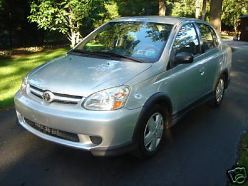 Photo Image Gallery & Touchup Paint: Toyota Echo in Silver Streak Mica  (1E7)  YEARS: 2003-2005