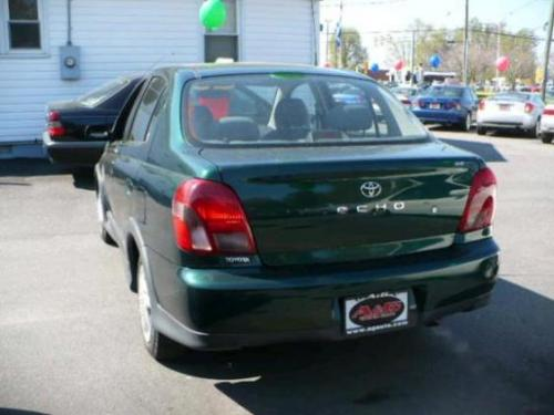 Photo Image Gallery & Touchup Paint: Toyota Echo in Electric Green Mica  (6R4)  YEARS: 2000-2005