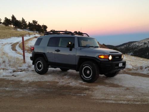 Photo Image Gallery & Touchup Paint: Toyota Fjcruiser in Cement Gray   (1H5)  YEARS: 2013-2013