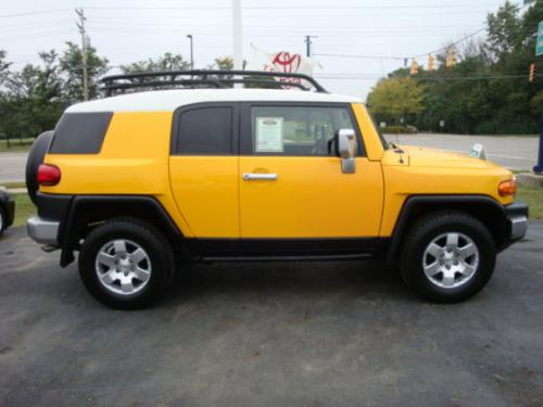 Photo Image Gallery & Touchup Paint: Toyota Fjcruiser in Sun Fusion   (2JU)  YEARS: 2007-2010