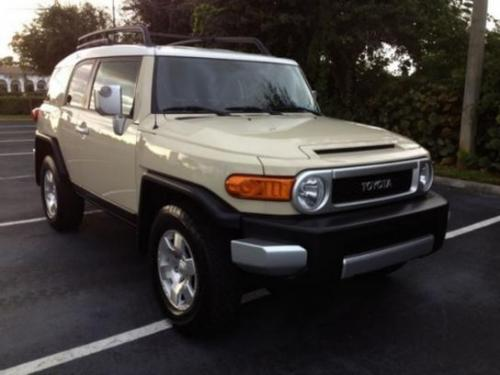Photo Image Gallery & Touchup Paint: Toyota Fjcruiser in Sandstorm    (2JY)  YEARS: 2008-2009