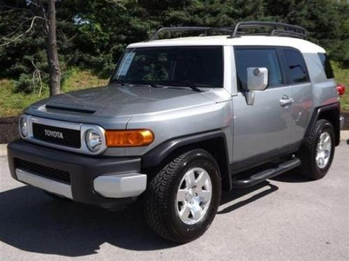 Photo Image Gallery & Touchup Paint: Toyota Fjcruiser in Silver Fresco Metallic  (2KB)  YEARS: 2009-2012