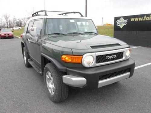 Photo Image Gallery & Touchup Paint: Toyota Fjcruiser in Army Green   (2KD)  YEARS: 2010-2014
