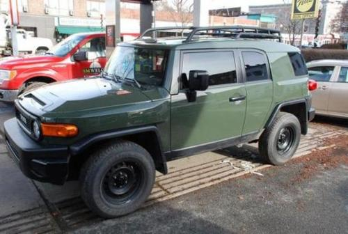 Photo Image Gallery & Touchup Paint: Toyota Fjcruiser in Army Green   (6V7)  YEARS: 2011-2011