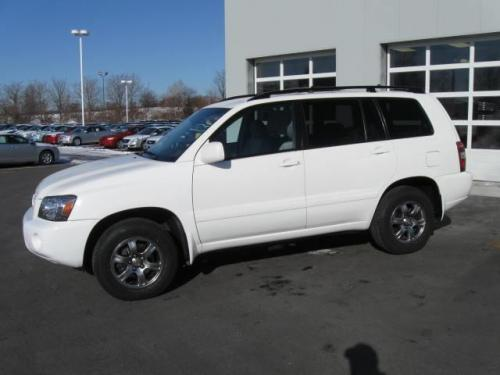 Photo Image Gallery & Touchup Paint: Toyota Highlander in Super White   (040)  YEARS: 2006-2007