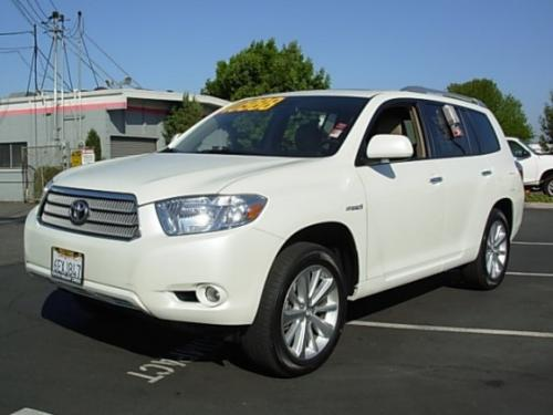 Photo Image Gallery & Touchup Paint: Toyota Highlander in Blizzard Pearl   (070)  YEARS: 2008-2013