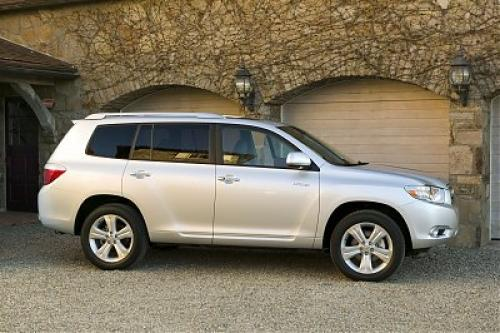 Photo Image Gallery & Touchup Paint: Toyota Highlander in Classic Silver Metallic  (1F7)  YEARS: 2008-2013