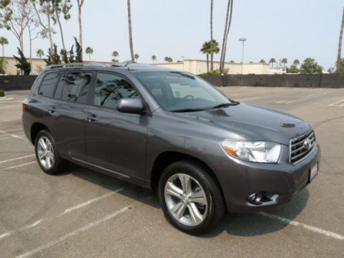 Photo Image Gallery & Touchup Paint: Toyota Highlander in Magnetic Gray Metallic  (1G3)  YEARS: 2008-2013