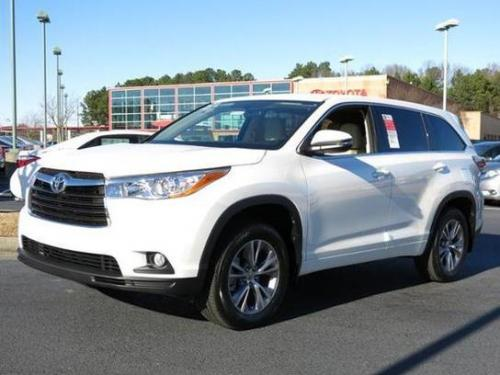 Photo Image Gallery & Touchup Paint: Toyota Highlander in Blizzard Pearl   (070)  YEARS: 2014-2017