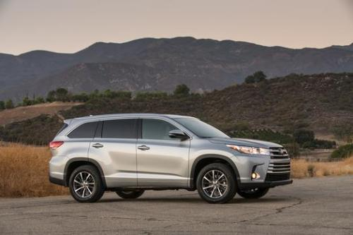 Photo Image Gallery & Touchup Paint: Toyota Highlander in Celestial Silver Metallic  (1J9)  YEARS: 2017-2017
