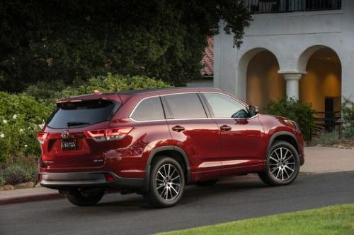 Photo Image Gallery & Touchup Paint: Toyota Highlander in Salsa Red Pearl  (3Q3)  YEARS: 2017-2017