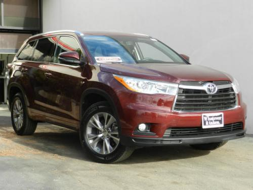 Photo Image Gallery & Touchup Paint: Toyota Highlander in Moulin Rouge Mica  (3T0)  YEARS: 2014-2017