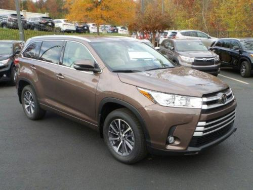 Photo Image Gallery & Touchup Paint: Toyota Highlander in Toasted Walnut Pearl  (4W4)  YEARS: 2017-2017