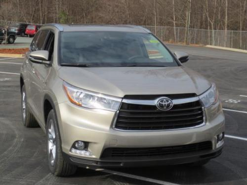 Photo Image Gallery & Touchup Paint: Toyota Highlander in Creme Brulee Mica  (5B2)  YEARS: 2014-2016