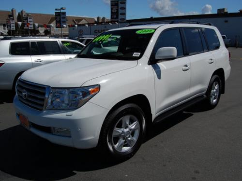 Photo Image Gallery & Touchup Paint: Toyota Landcruiser in Super White   (040)  YEARS: 2008-2011