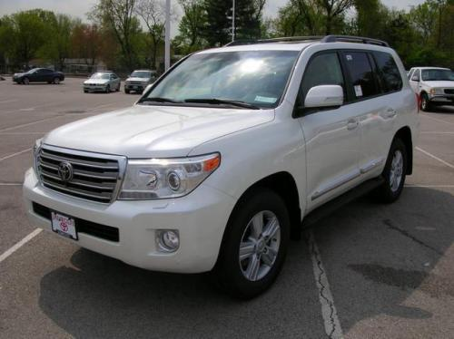 Photo Image Gallery & Touchup Paint: Toyota Landcruiser in Blizzard Pearl   (070)  YEARS: 2013-2017