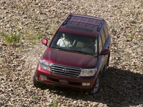 Photo Image Gallery: Toyota Landcruiser in Salsa Red Pearl  (3Q3)  YEARS: -