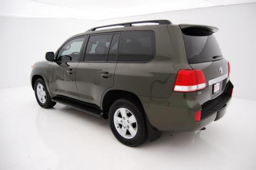 Photo Image Gallery: Toyota Landcruiser in Amazon Green Metallic  (6V2)  YEARS: -