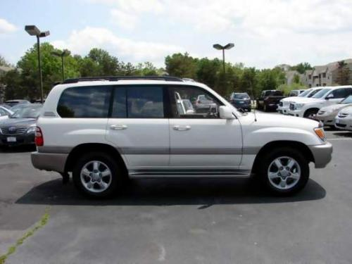 Photo Image Gallery: Toyota Landcruiser in Natural White   (056)  YEARS: -