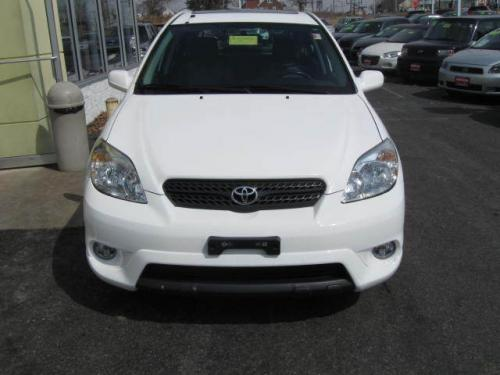 Photo Image Gallery & Touchup Paint: Toyota Matrix in Super White   (040)  YEARS: 2003-2008