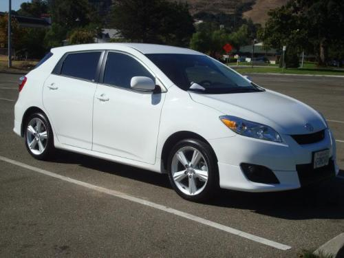 Photo Image Gallery & Touchup Paint: Toyota Matrix in Super White   (040)  YEARS: 2009-2013