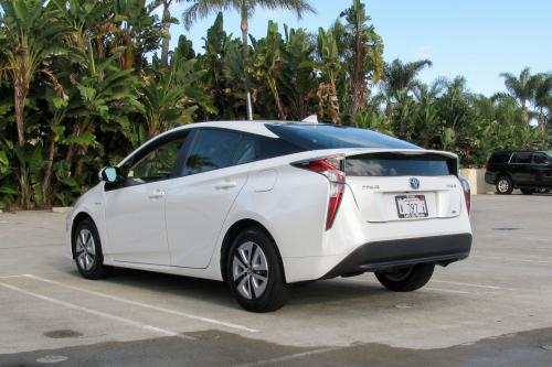 Photo Image Gallery & Touchup Paint: Toyota Prius in Super White   (040)  YEARS: 2017-2017