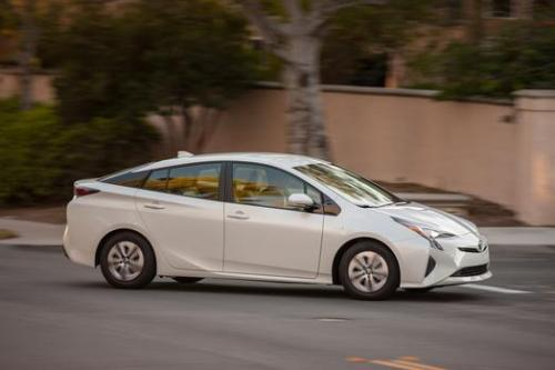 Photo Image Gallery & Touchup Paint: Toyota Prius in Blizzard Pearl   (070)  YEARS: 2016-2017